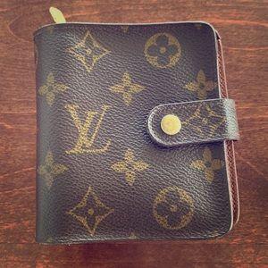 Louis Vuitton Bifold monogrammed wallet